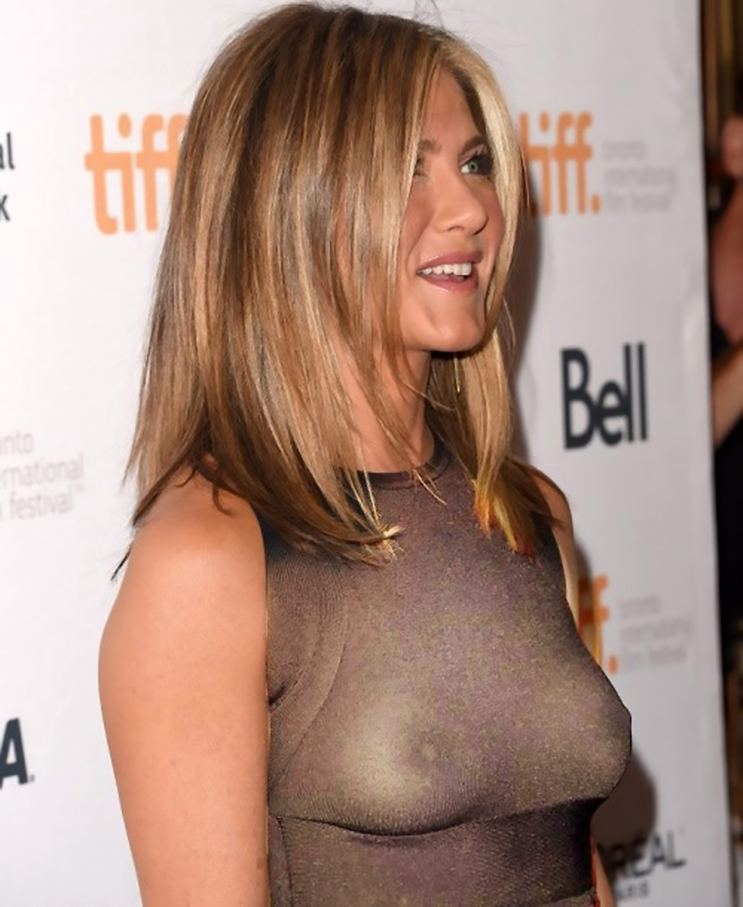 jennifer aniston breast pics