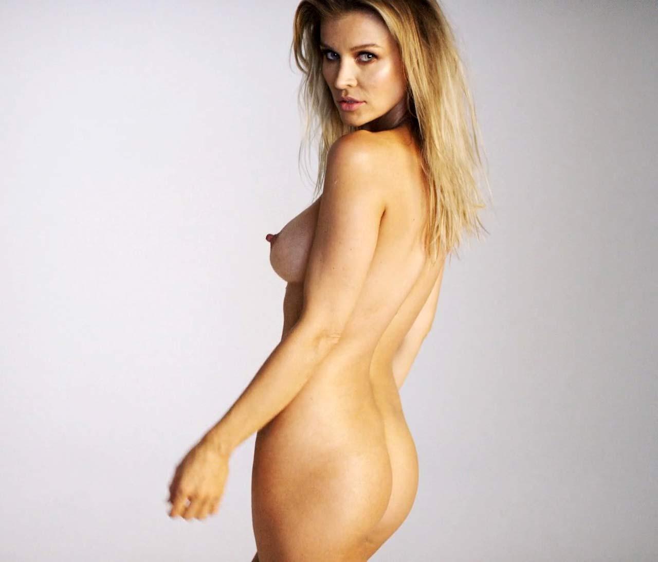 from-models-joanna-krupa-nude-tits