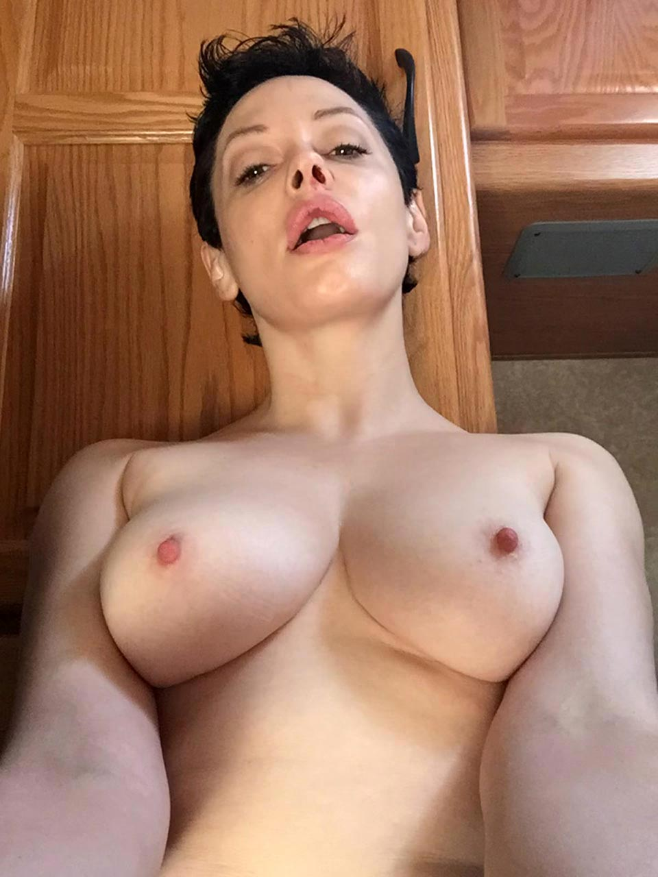 Rose McGowan nude boobs