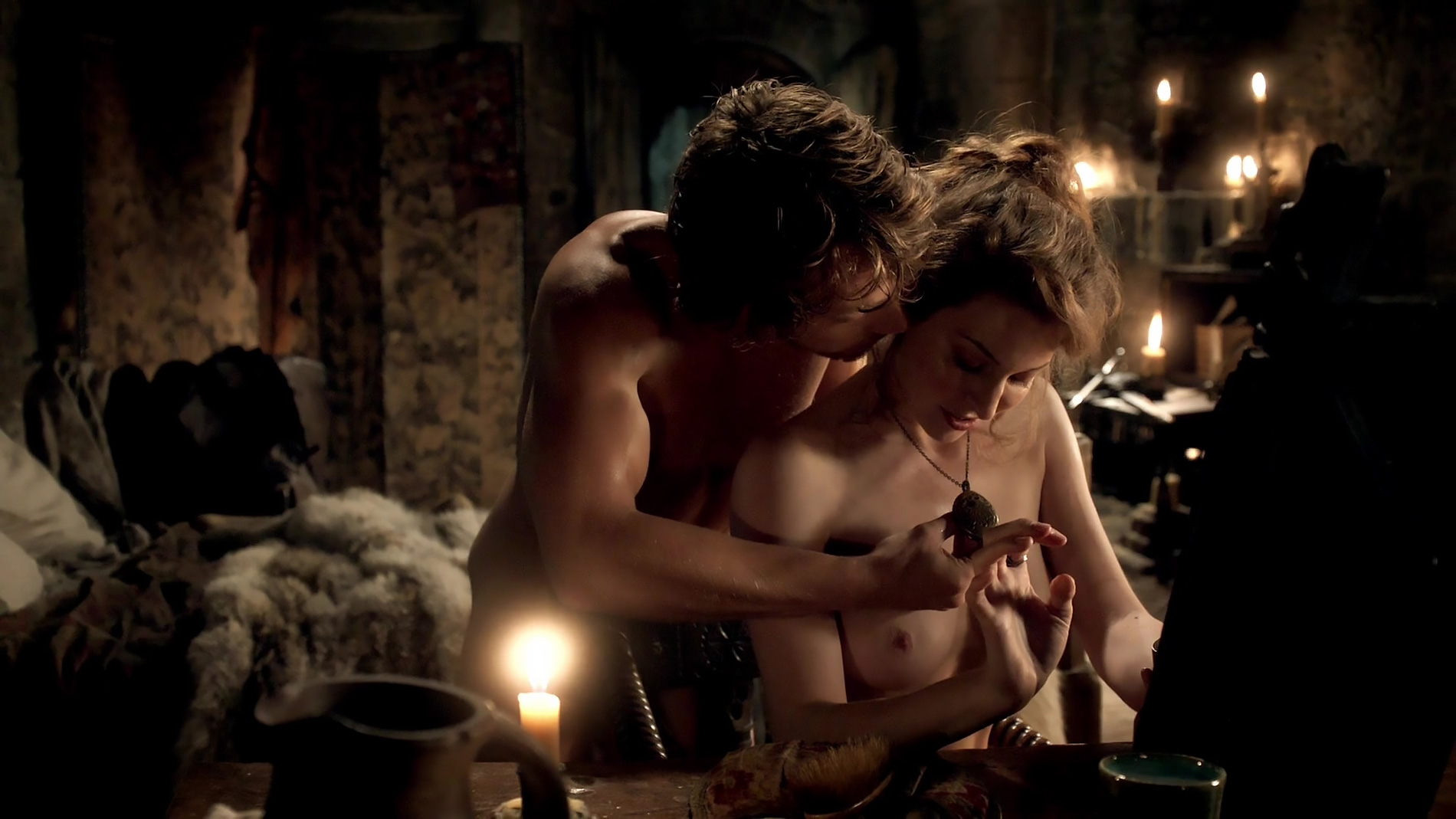 game-of-thrones-sexiest-scenes-lightskined-woman-wet-pussy