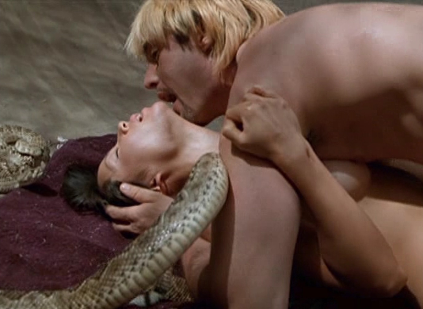 Lucy Liu Nude joške in seks v Flypaper - Scandalpost-2756