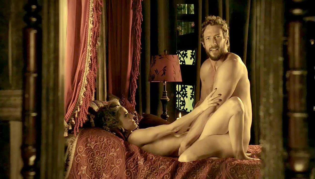 Amateur girls nude together