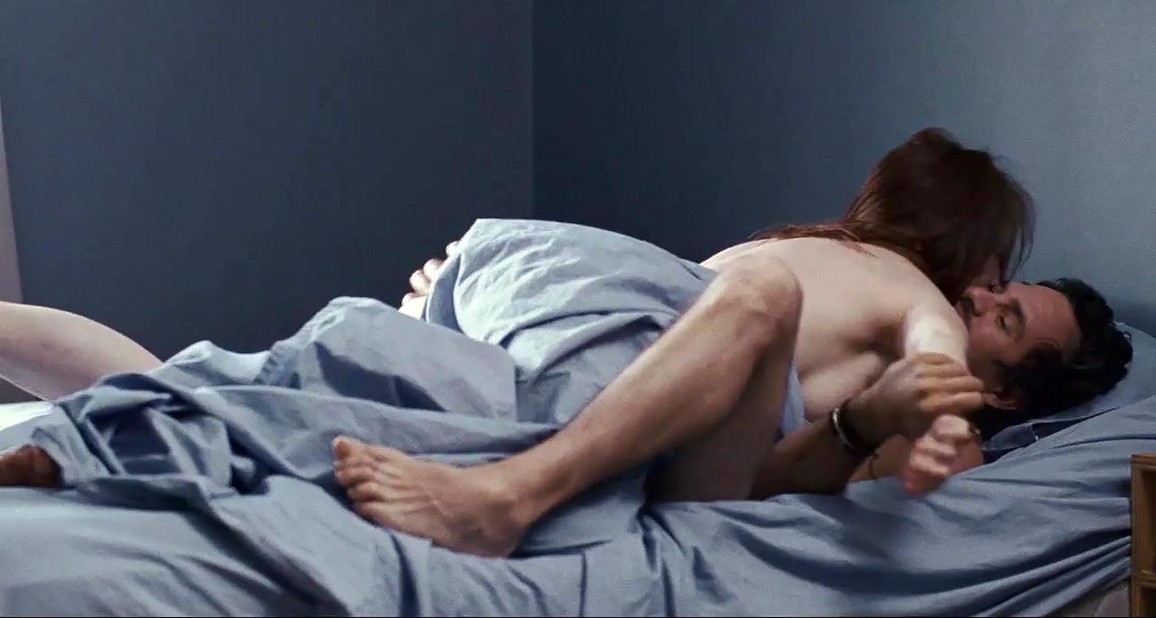Julianne moore breasts, butt scene in body of evidence