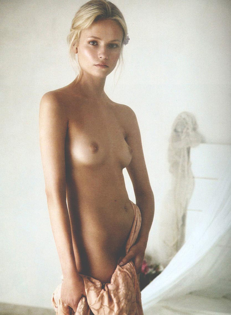 Nude leah pipes Leah Remini