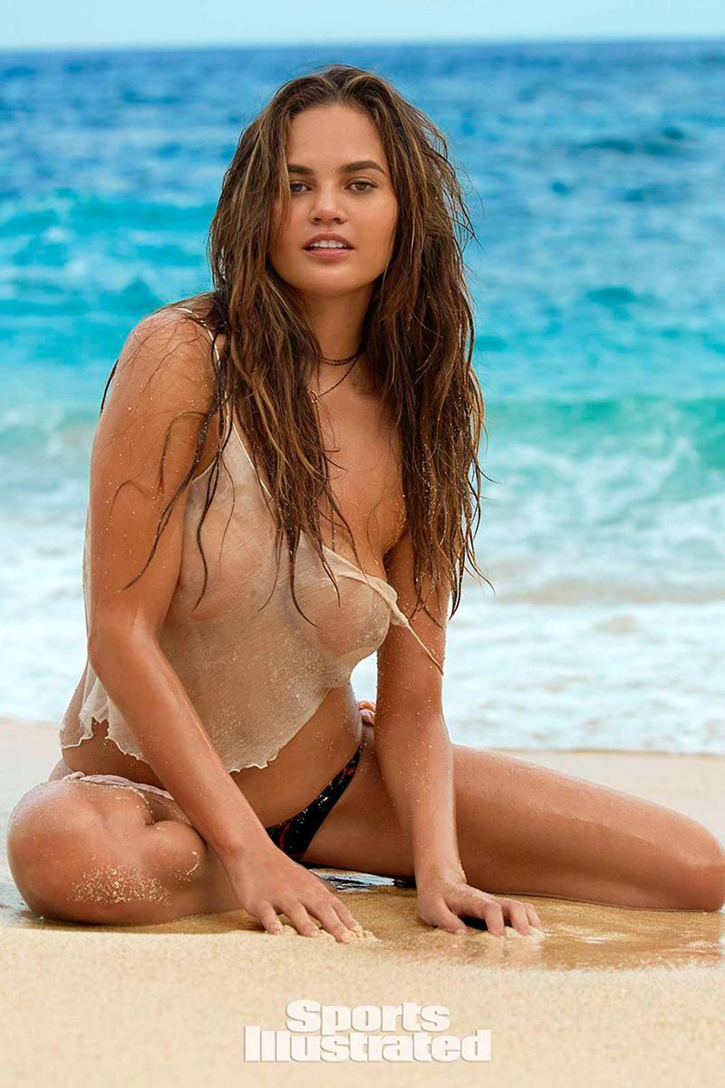 Chrissy Teigen boobs