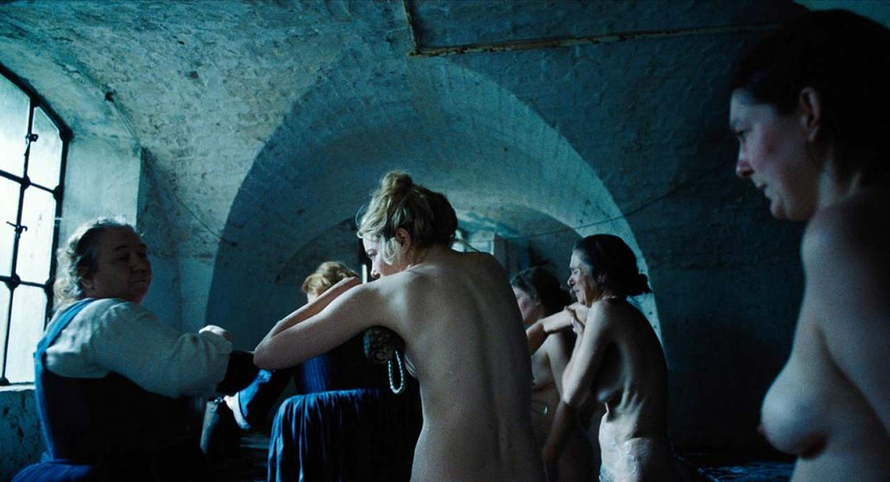 Emma Stone Naked Scene From The Favourite - Scandalpost-6983