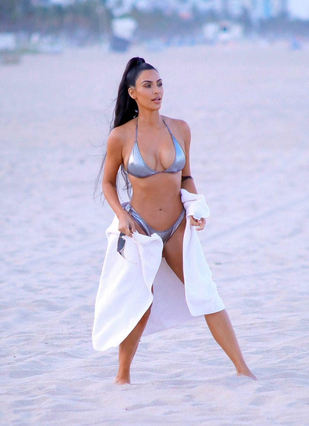 kim kardashian bikini sexy