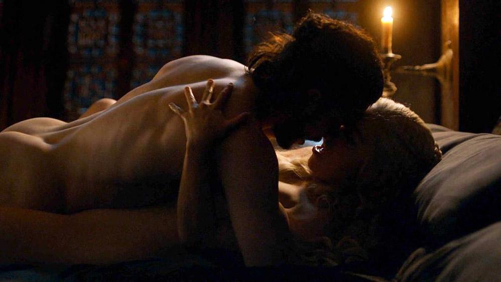 Emilia Clarke and john snow