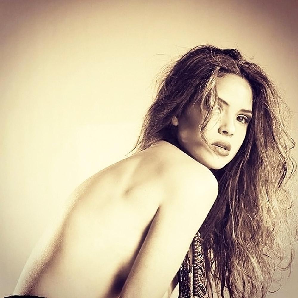 Adria Arjona naked from behind