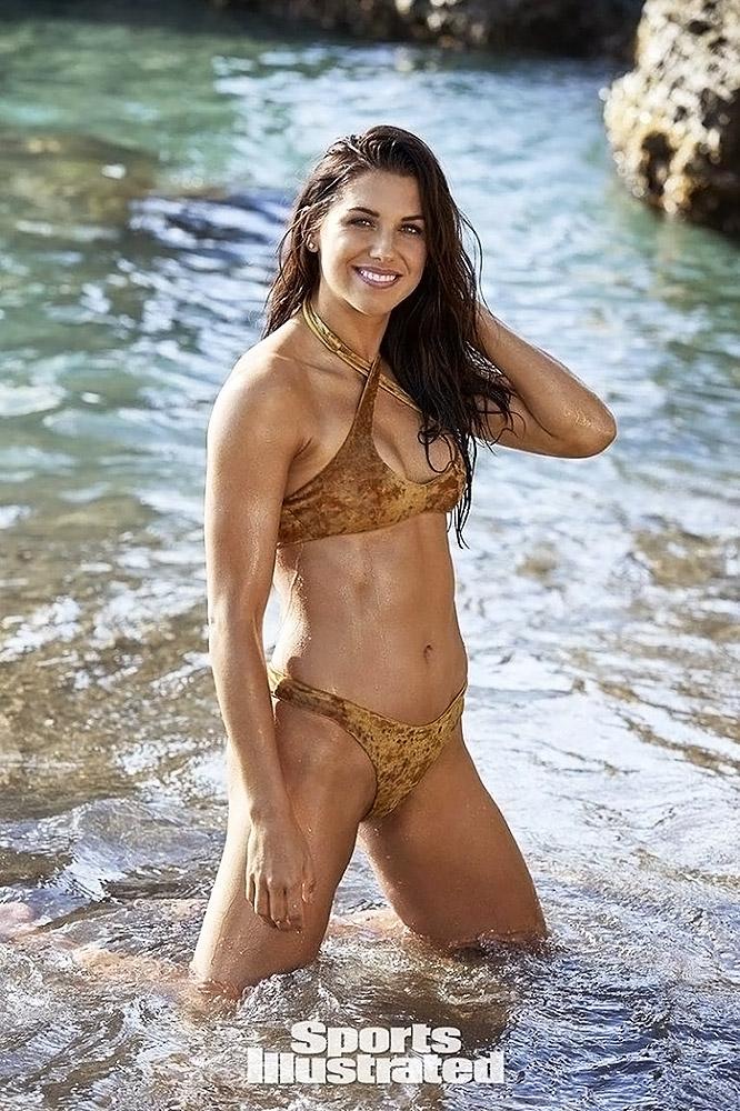 Alex Morgan sexy in bikini