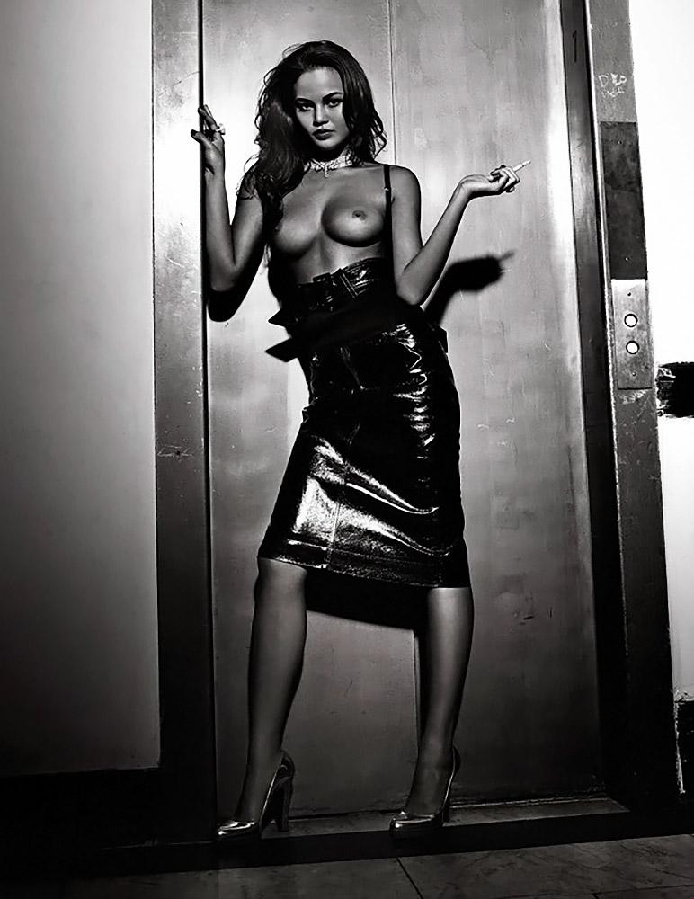 Chrissy Teigen naked tits
