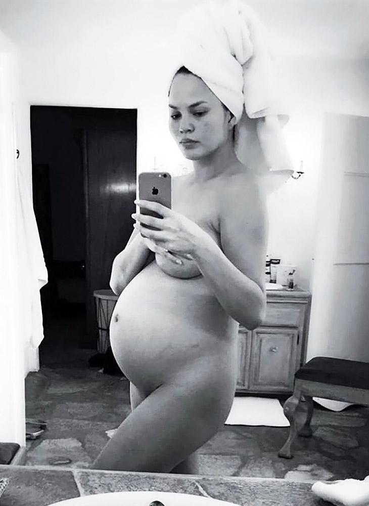 Chrissy Teigen pregnant and naked