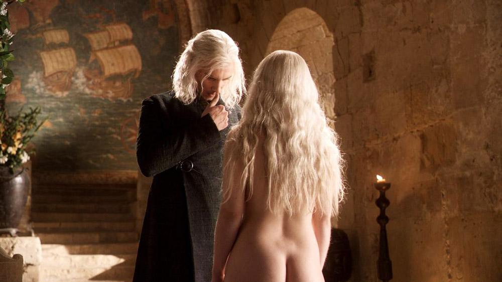 Emilia Clarke nude ass