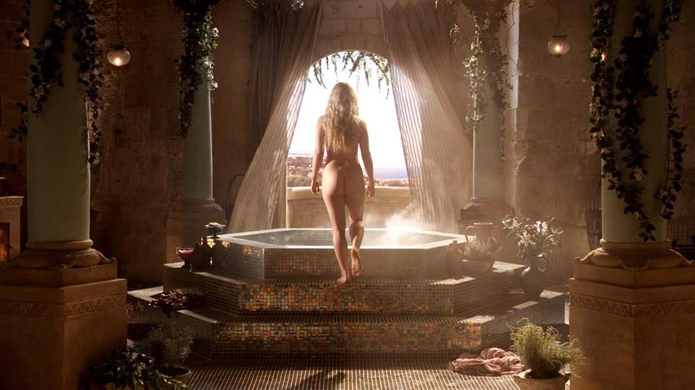 Emilia Clarke nude butt