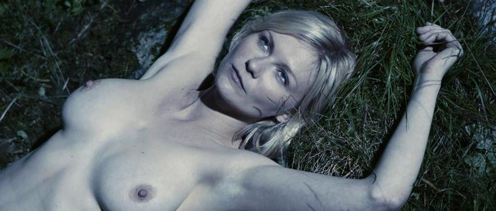Kirsten Dunst naked boobs