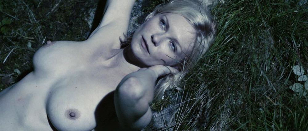 Kirsten Dunst naked tits