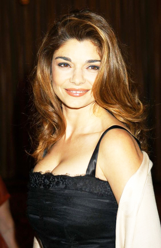 Laura San Giacomo hot cleavage