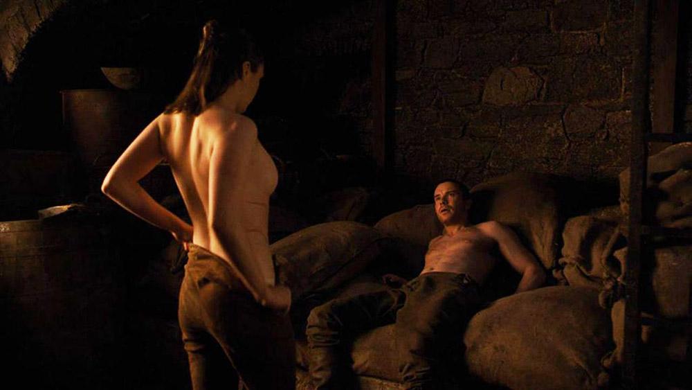 Maisie Williams nude sex scene