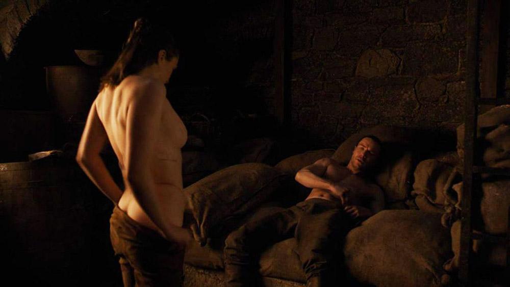 Maisie Williams naked sex scene