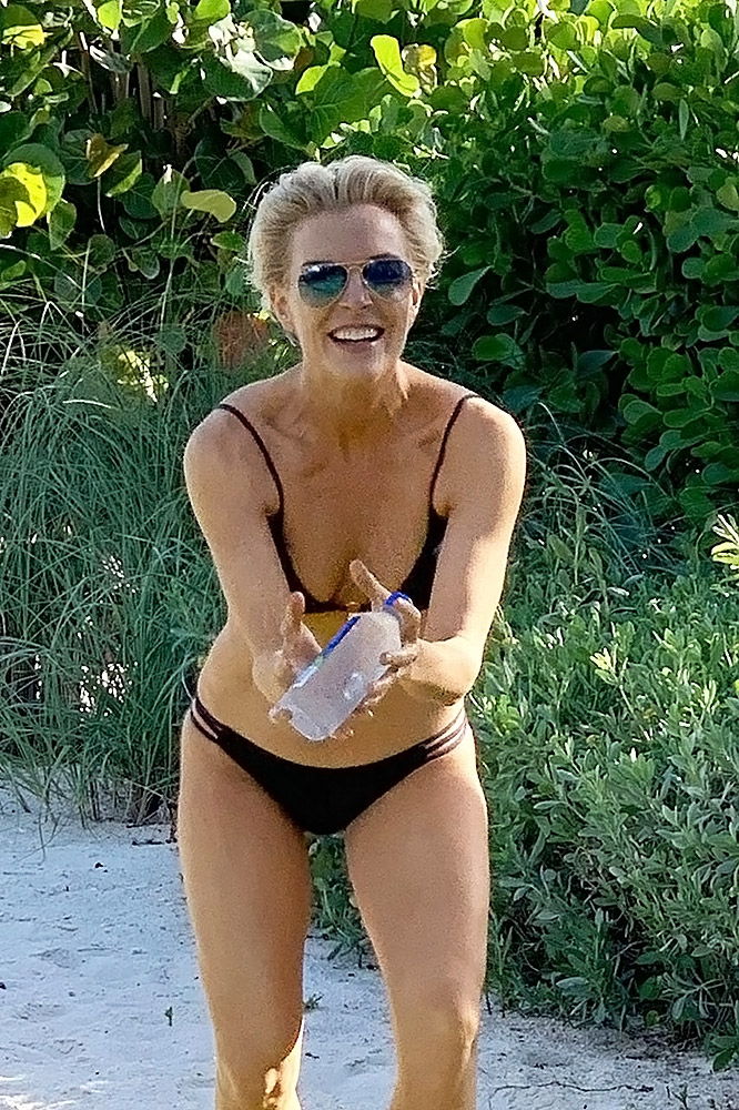 Megyn Kelly almost nude