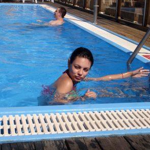Mila Kunis sexy in bikini