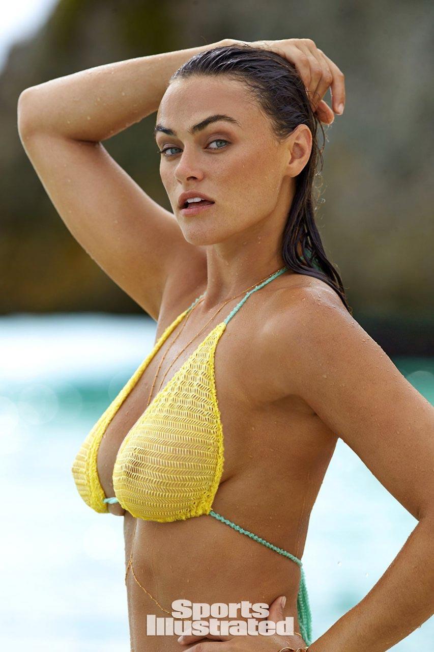 Myla Dalbesio nipples