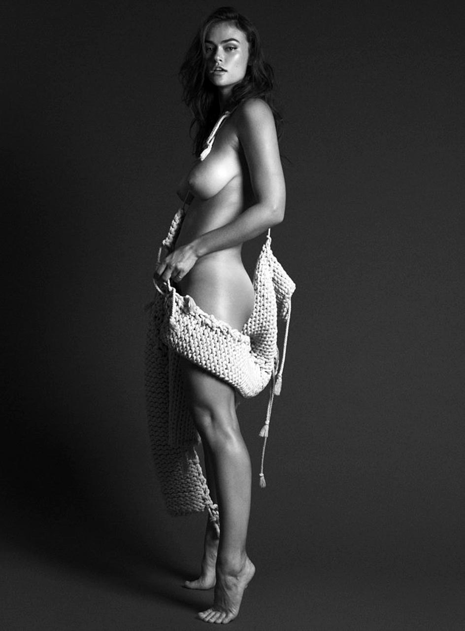 Myla Dalbesio nude tits