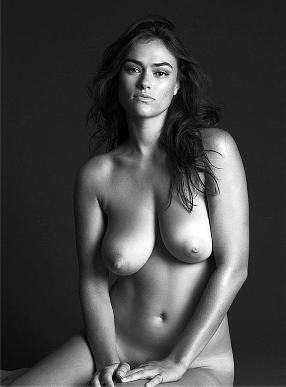 Myla Dalbesio naked tits