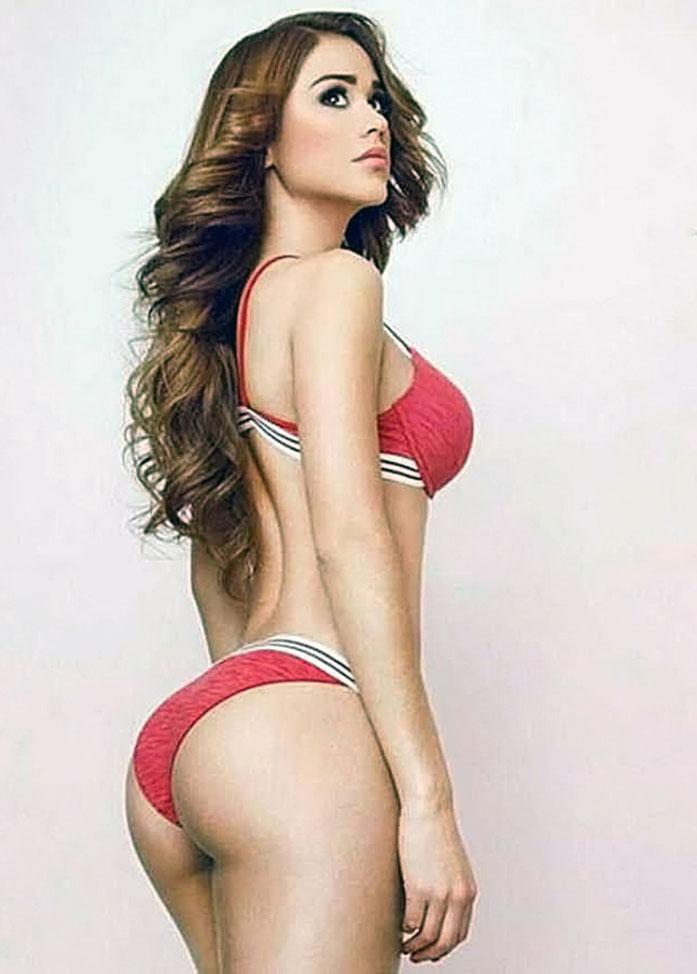 Yanet Garcia boobs