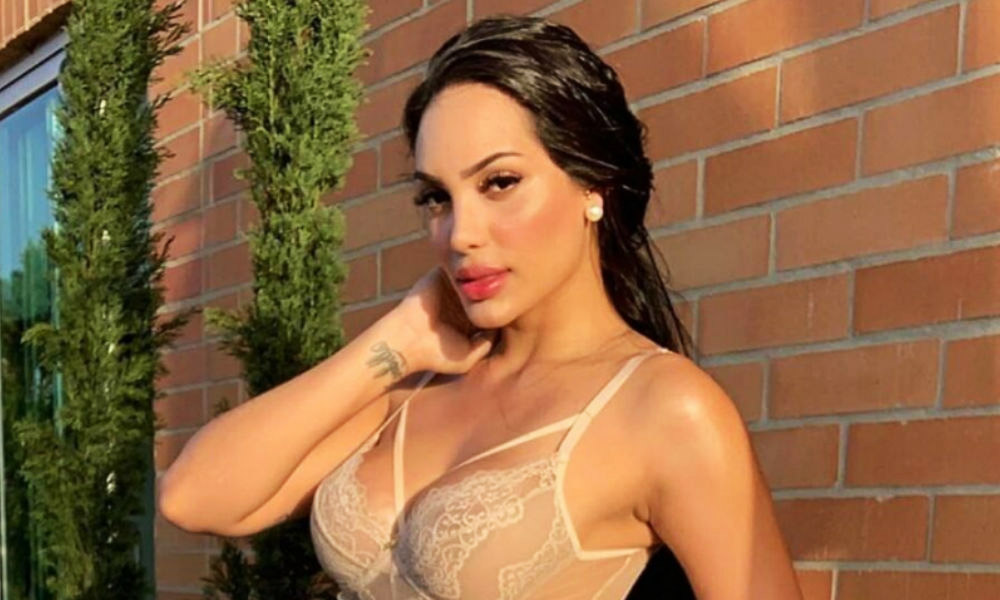 Andrea Valdiri almost naked