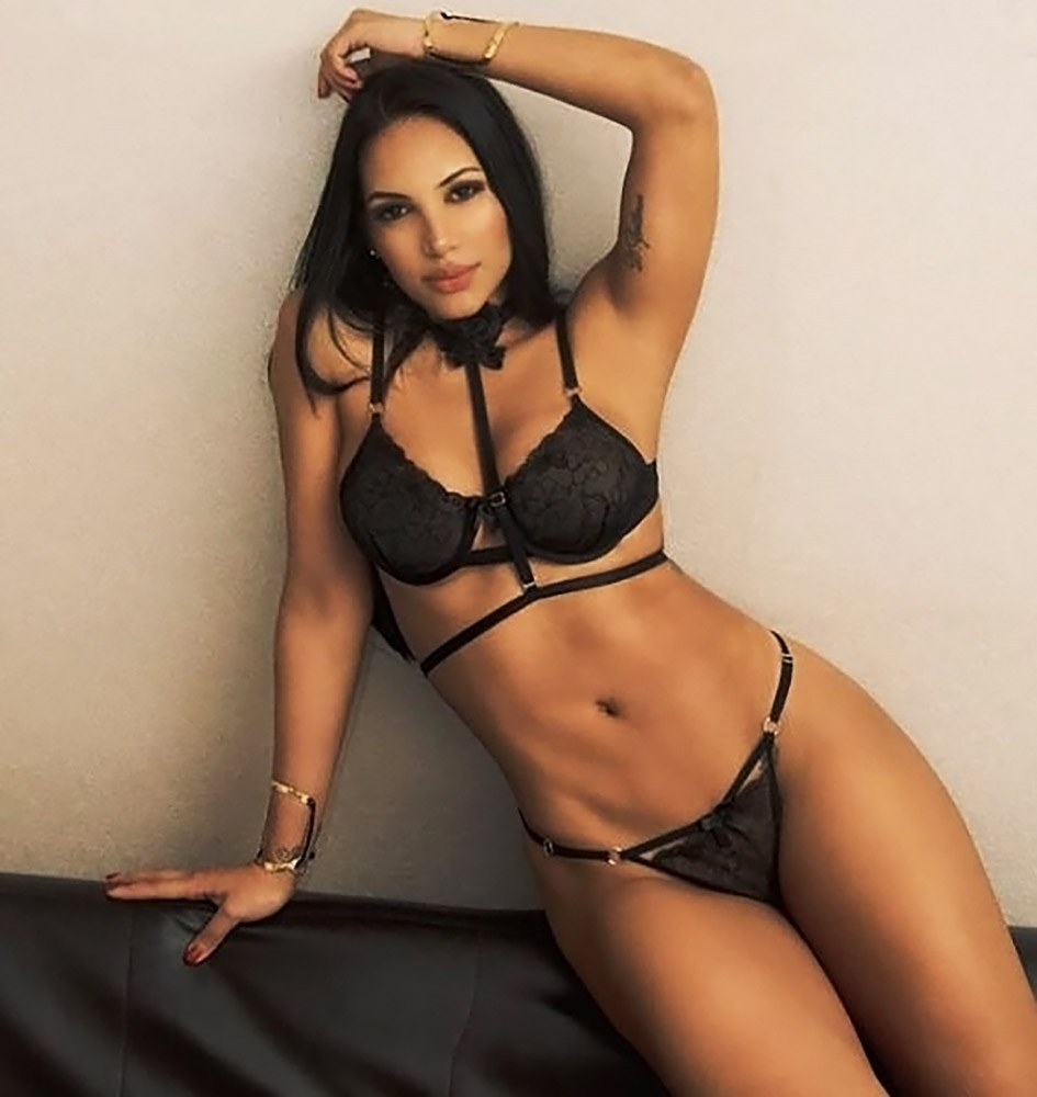Andrea Valdiri sexy body