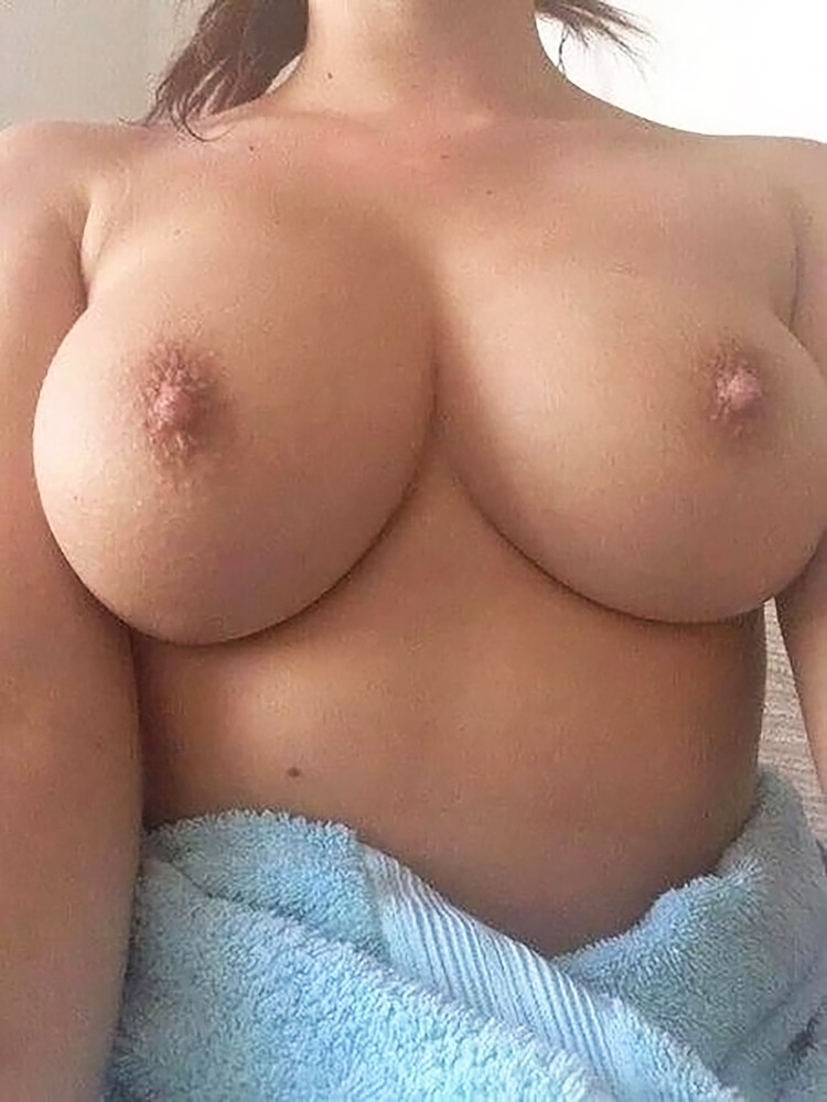 Angie Griffin nude tits