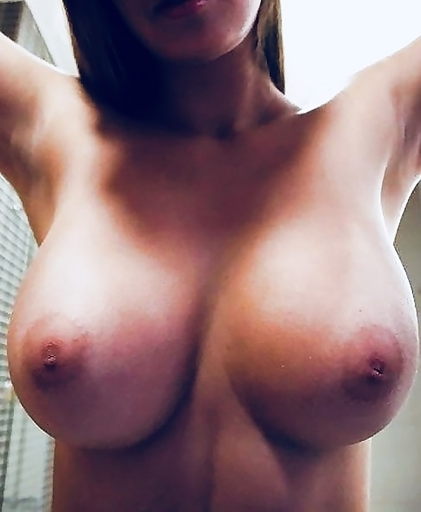 Angie Griffin nude boobs