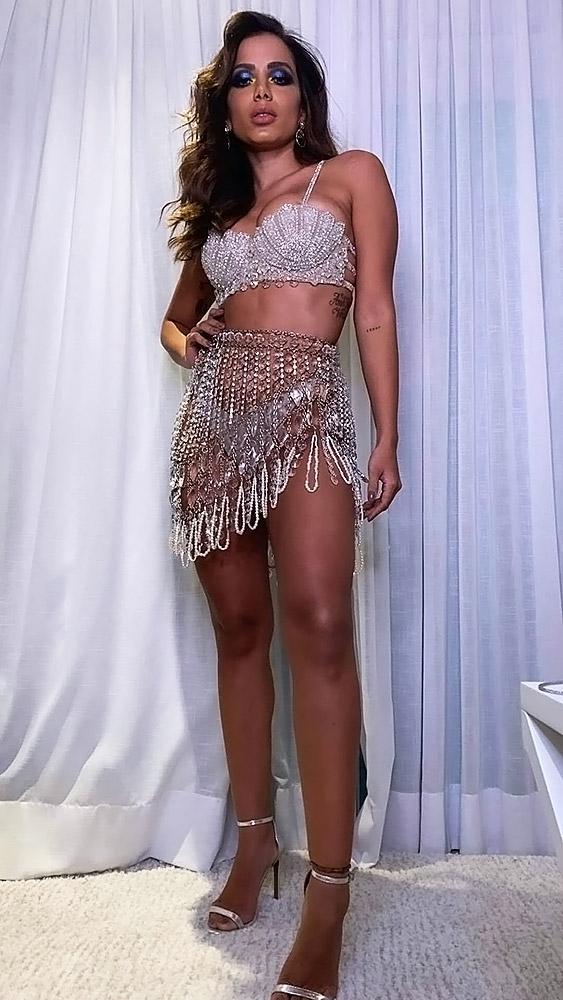 Anitta hot legs