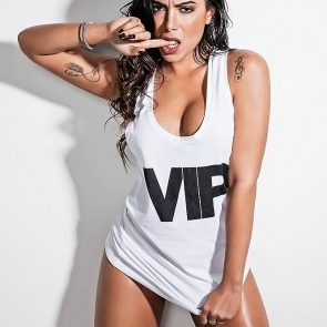 Anitta almost naked
