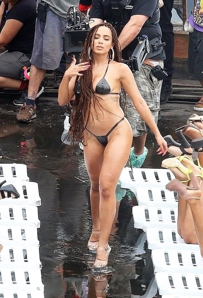 Anitta sexy body