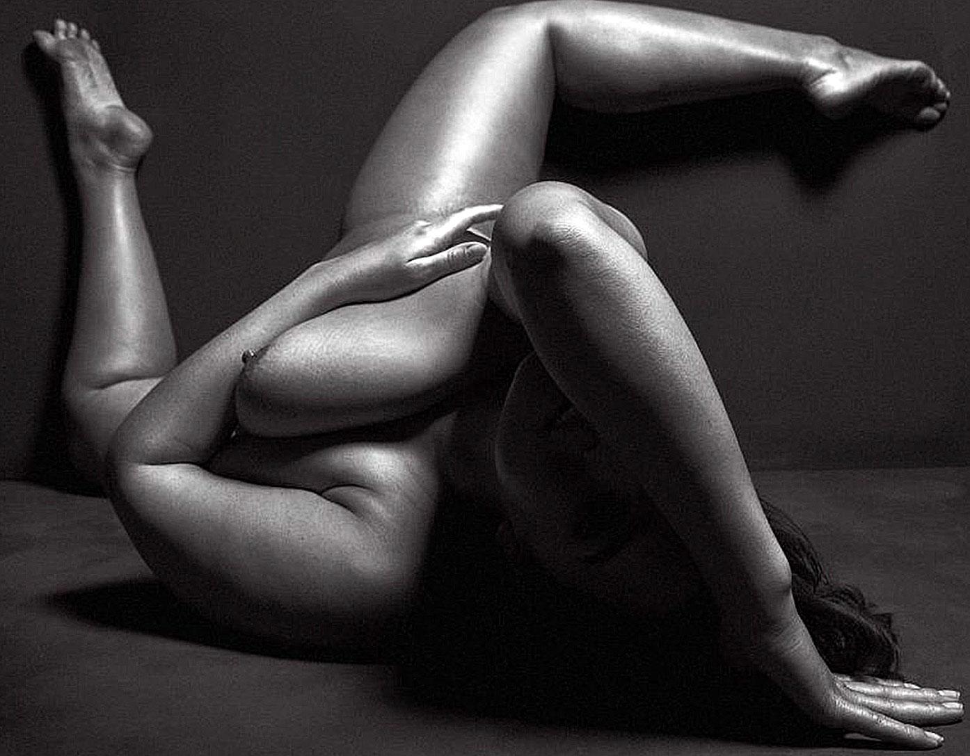 Ashley Graham nude