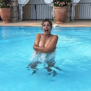 Elizabeth Hurley naked breasts