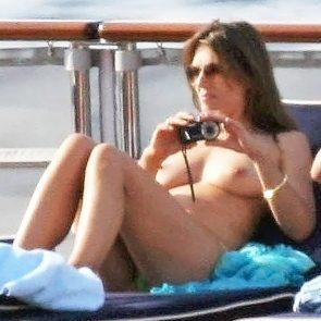 Elizabeth Hurley nude breasts