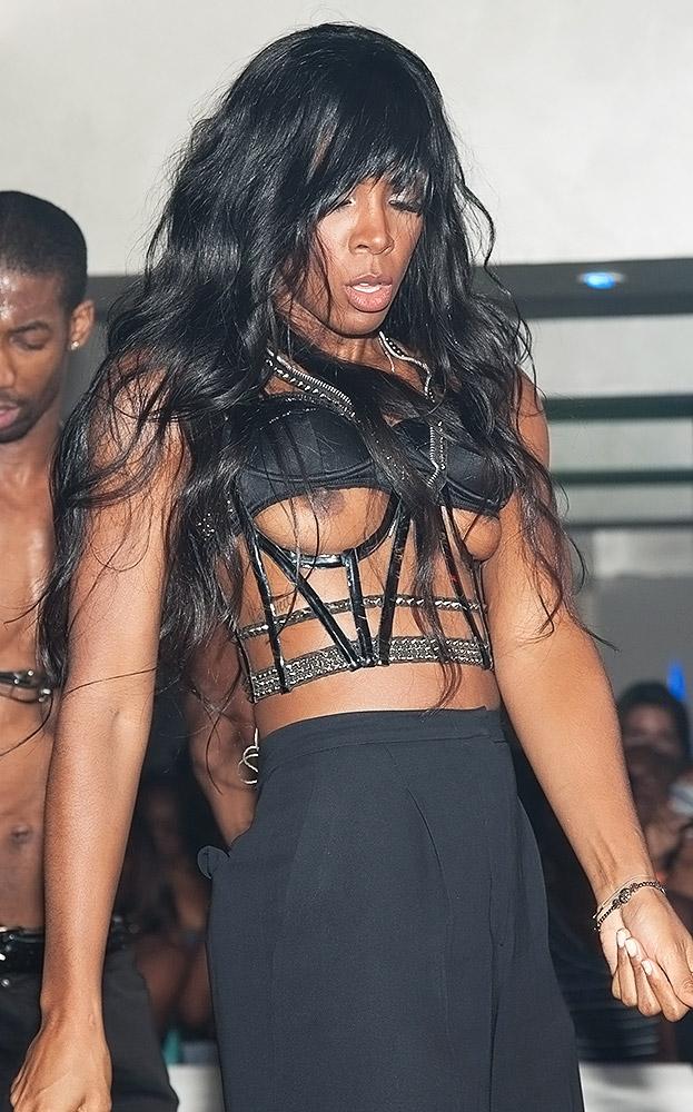 Kelly Rowland naked nip slips