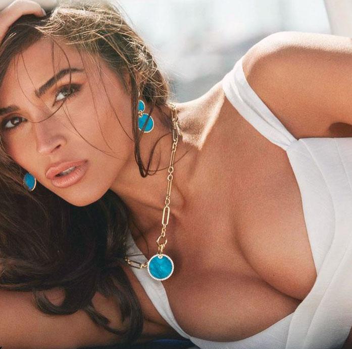 Olivia Culpo tits