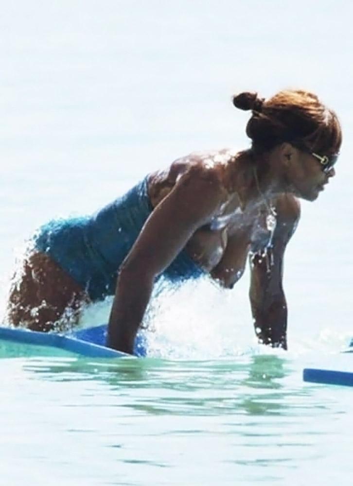 Serena Williams nude nip slip