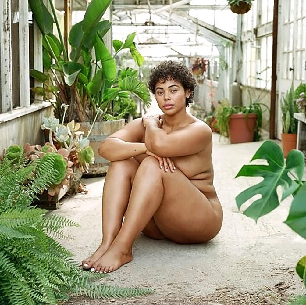 Tabria Majors sitting naked
