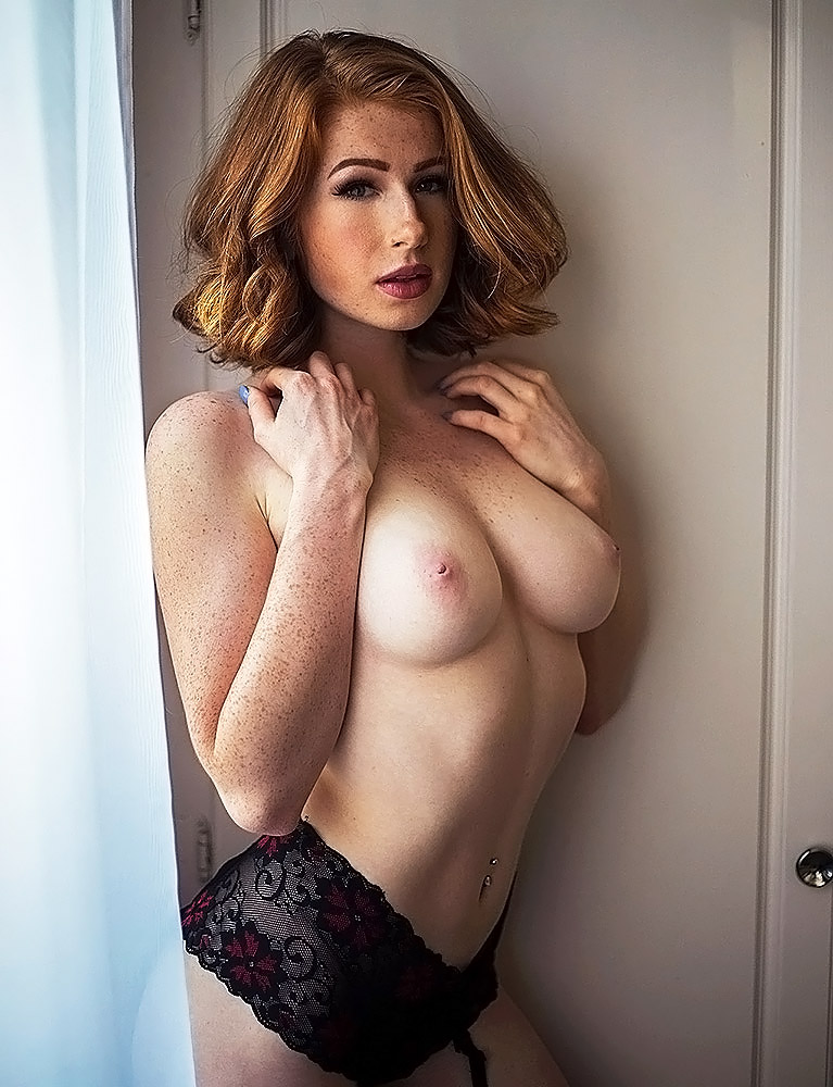 Abigale Mandler nude tits