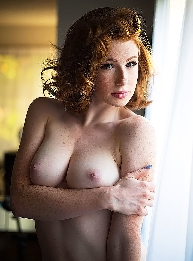 Abigale Mandler naked boobs