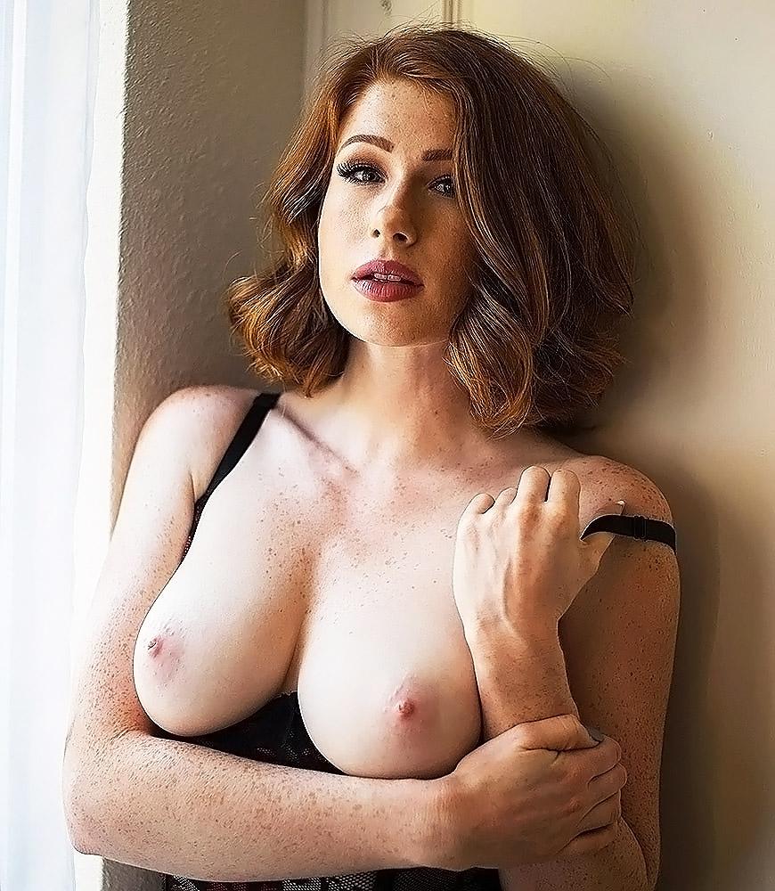 Abigale Mandler nude breasts
