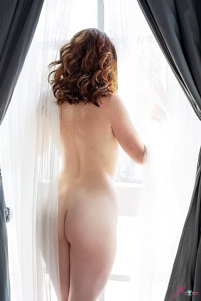 Abigale Mandler nude ass