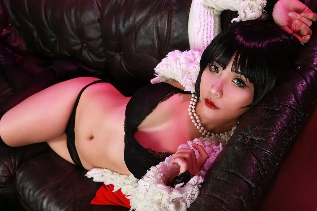 Hana Bunny black bikini