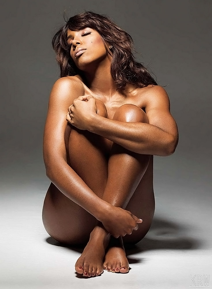 Kelly Rowland nude legs and boobs