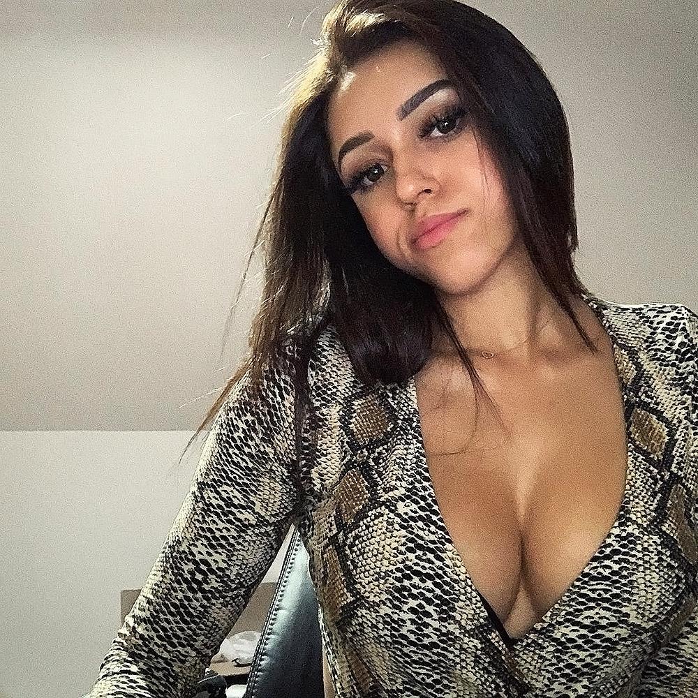 Macaiyla cleavage